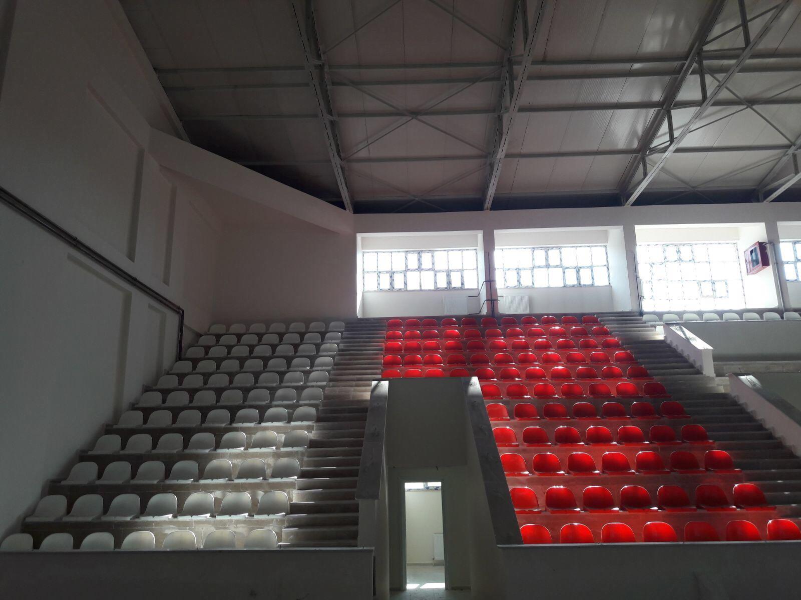 Ordu kumru spor salonu tribün koltuğu teslim edilmiştir